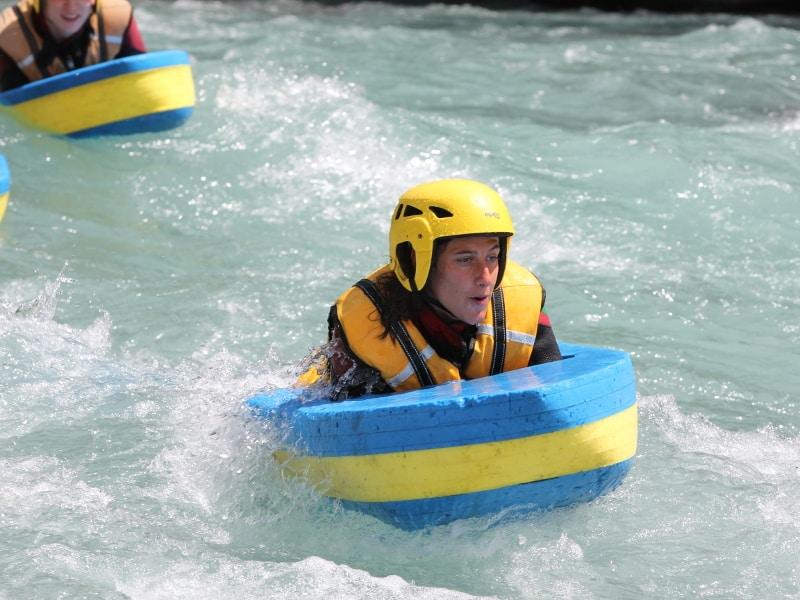 Le nageur et son flotteur ne font plus qu'un sur la rivière du Drac