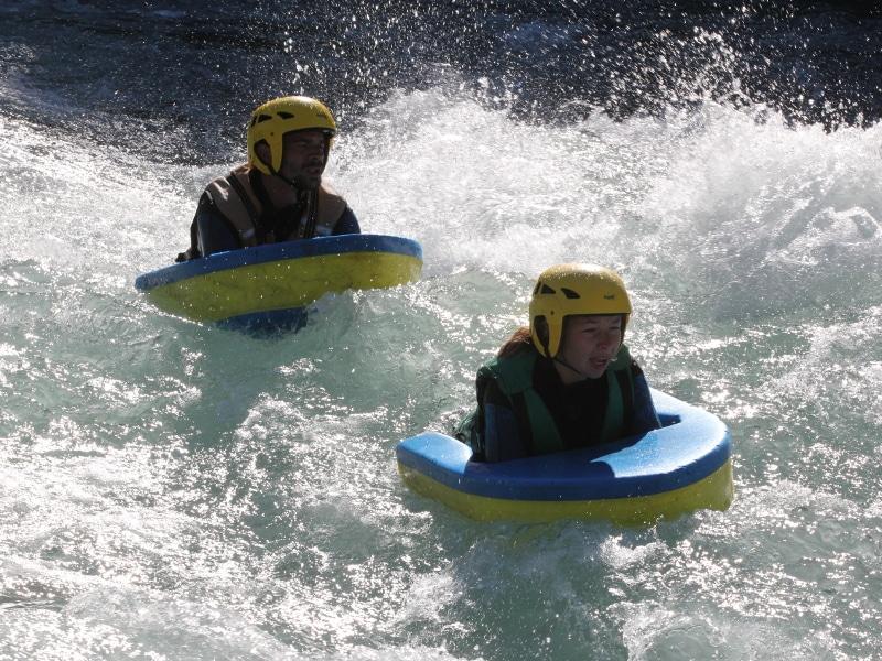 Se faire chahuter en hydrospeed dans les rapides hauts-alpins
